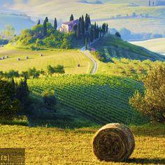 Val d'Orcia, Italy | The perfect farmhouse by Francesco Riccardo Iacomino, via 500px