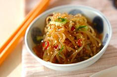 ito konyaku noodle stirfry - love konyaku noodles (potato + sometimes seaweed based) as a low carb healthier alternative to rice noodles. Similar to kelp noodles. #paleo