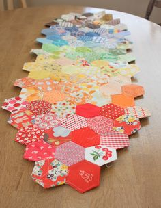 Diary of a Quilter - a quilt blog: Return of the Hexagons