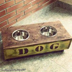 Un comedero de palet muy original y bonito para tu perro
