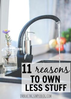 Tired of feeling like your stuff owns you instead of you owning it? Here are 11 reasons to own less stuff and take back control of your life and your home! /getting organized/getting organized at home /simple ways to save money Casa Clean, Clean House, 1000 Lifehacks, Ideas Prácticas, Decor Ideas, D House, Minimalist Living, Minimalist Lifestyle, Organize Your Life