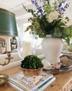 Today we are talking about the best white dining room decor for your dining room design. Pine Table, Interior Decorating, Interior Design, Country Decor, Vignettes, Floral Arrangements, Living Room Decor, Family Room, Sweet Home