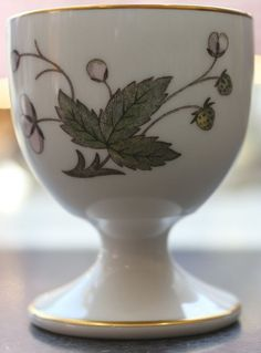 Wedgwood Strawberry Hill Egg Cup, Pedestal Egg Cup, Pocillovy, Coquetiers