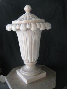 Vaso in marmo - http://test.achillegrassi.com/project/vaso-in-marmo/ - Vaso in Marmo Rosa Portogallo lucido con splendide decorazioni floreali nella parte esterna e nel cappello superiore.  Dimensioni: – 45cmx 45cm x 75cm (H)