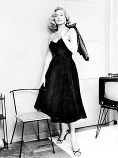 """""""Anita Ekberg in the """" Timeless Beauty, Classic Beauty, Classic Hollywood, Old Hollywood, Divas, Julie Walters, Anita Ekberg, Film Images, Photoshoot Inspiration"""