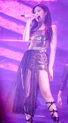 Such a queen Kim Jennie, Jenny Kim, Kpop Girl Groups, Korean Girl Groups, Kpop Girls, Blackpink Fashion, Korean Fashion, Forever Young, My Little Beauty