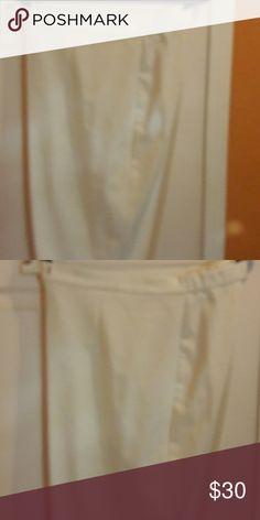 Women's dress pants White size 24. NWOT Dress Barn Pants Straight Leg