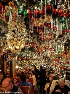 The Best FREE Things to Do in New York City During the Holidays – Holiday Decorations New York City Christmas, Christmas Travel, Christmas Store, Christmas Lights, Christmas Collage, Vintage Christmas, Christmas Decor, Christmas Ideas, Merry Christmas