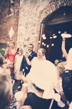 photographie mariage église invités vintage noiretblanc