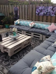 Pallet bank, very easy to make from euro pallets, pallets saved, paint ero . Pallet Sectional, Pallet Lounge, Palette Europe, Pallet Bank, Carport Patio, Diy Furniture Making, Outdoor Seating, Outdoor Decor, Pallet Patio Furniture