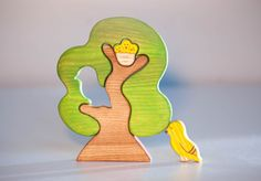 This painted Waldorf wooden toy puzzle includes a mother bird and baby birds sitting on a tree. This toy would be a great addition to any waldorf nature table or play space.  This tree puzzle will help you child to develop fine motor skills, hand-eye coordination, eye-sight measurement, patience. MATERIALS UTILISED: oaktree, organic linseed oil, watercolor paints  SIZE: the tree itself - 15cm x 11.5cm, width 15mm, the bird - 4cm x 3.5cm, baby birds - 2.5cm x 2.5cm //the tree itself ...