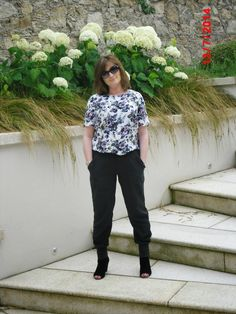 Joggers and florals What I Wore, Florals, Joggers, Suits, Stylish, Blog, How To Wear, Fashion Tips, Floral