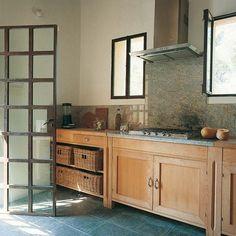 Una cocina de estilo rústico renovado