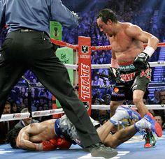 Juan Manuel Marquez floored Manny Pacquiao with a big right hand to close the sixth round.