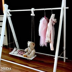 Drewniany stojący wieszak,mini garderoba - NikiDot - Szafy dla dzieci