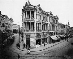 Fotos antigas de SP 2 - 1890/1910 - SkyscraperCity - Casa Lebre, na esquina das duas principais ruas da cidade: Direita e 15 de Novembro (1905)