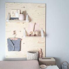 Wandpaneel underlayment voor in de babykamer   Huis & Grietje via http://Kinderkamerstylist.nl