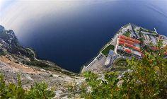 Una vista que marea de la costa italiana sobre el Mediterráneo. Imagen: Skywalkers, la nueva tendencia (© Vadim Mahorov)