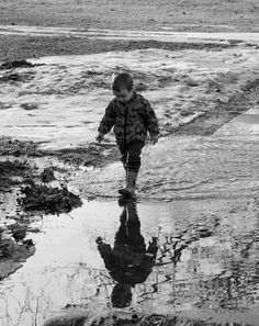 reflections. child photography.