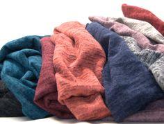 Uzupełniamy kolory! W naszej szafie z dzianinami właśnie uzupełniliśmy Knit Melange o nowe kolory. Największym powodzeniem z tego artykułu cieszy się kolor- pudrowy róż! Okazuje się, że poza kolorem khaki, który jest bardzo modny w tym sezonie, kolor pudrowego i brudnego różu jest czymś zaskakującym ale i bardzo pożądanym. Dzianina ta jest bardzo miła i delikatna w dotyku, w zupełności nadaje się na swetry, bluzki. Zapraszam  http://textilecity.pl/dzianiny/knit-melange-937.html?___SI D=U