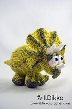 Amigurumi Pattern - Trevor the Triceratops - English Version Crochet Dinosaur, Crochet Monsters, Dinosaur Pattern, Cute Dinosaur, Half Double Crochet, Single Crochet, Crochet Hooks, Free Crochet, Magic Ring Crochet