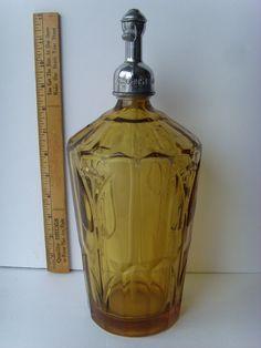 Tulips Art Deco Vintage Bottles, Bottles And Jars, Perfume Bottles, Vintage Love, Vintage Items, Blue Bottle, Cocktail Shaker, Window Sill, Vintage Furniture