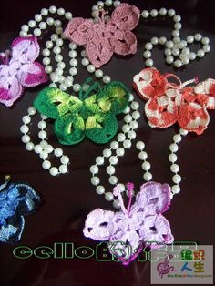 These crochet butterflies are absolutely gorgeous. Illustrated Patterns from Crochet Plaisir.