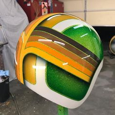 Motorcycle Painting Jobs Skulls Ideas For 2019 Green Motorcycle, Motorcycle Helmet Design, Motorcycle Tank, Pinstriping, Custom Motorcycle Paint Jobs, Vintage Helmet, Helmet Paint, Custom Helmets, R80