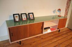 Modern multiplex dressoir met jaren 50 elementen!