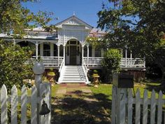 QLD Brisbane Hinterland * Traditional B & B Queenslander for SALE * of Queensland, Brisbane Hinterland Australian Country Houses, Australian Homes, Queenslander House, Historical Architecture, Australian Architecture, Beautiful Architecture, French Style Homes, Flood Zone, House Beds