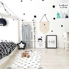 monochrome room. Kids room decor | nursery decor | www.ivycabin.com