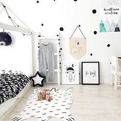 monochrome room. Kids room decor | nursery decor | www.ivycabin.com