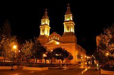 Catedral nocturna - Rancagua - O´Higgins - Chile #places Accra, Fukuoka, East Sussex, Luxor, Kuala Lumpur, Phuket, Gold Coast, Bangkok, Ilhas Raja Ampat