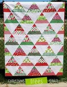 Christmas Trees Quilt - Free PDF Pattern by Laurie Matthews #quilting