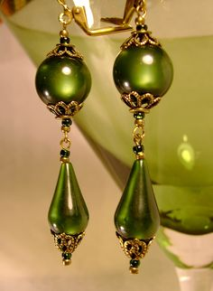 Olivous + Retro +'s + NEW + Line + of + Brand New + Vintage + Lucite + Neo-Victorian Earrings. Bead Jewellery, Glass Jewelry, Wire Jewelry, Jewelry Crafts, Beaded Jewelry, Jewelery, Types Of Earrings, Beaded Earrings, Earrings Handmade