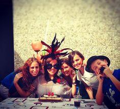 Hay comidas, compañías y momentos que hacen que cada día valga la pena. Y sobre todo de no parar de reír!  #buenosmomentos #entreamigas #felizsabado #sefeliz #DiseñaTuMapa #cumpleaños #todalavida #risas