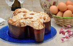 Durante le feste di Pasqua non può mancare la tipica colomba pasquale dal sapore squisito sia nella versione più semplice, sia farcita con crema pasticcera o crema al cioccolato.