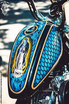 Custom Paint Motorcycle, Bobber Motorcycle, Motorcycle Leather, Cool Motorcycles, Harley Bikes, Harley Davidson Motorcycles, Air Brush Painting, Car Painting, Pinstripe Art