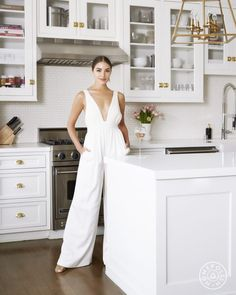 First home Design - Olivia Culpo's Home Is True East Coast Meets West Coast Style Olivia Culpo, Estilo Interior, Interior Styling, Interior Decorating, Celebrity Kitchens, Celebrity Houses, Celebrity Style, Celebrity Outfits, Nancy Meyers Movies