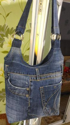 5 Fantastic Bags Made with Recycled Jeans – Free Guides Recycling jeans for a bag Jean bag Great idea to make a jean handbag. My favorite recycled jeans bags. Denim Tote Bags, Denim Purse, Diy Jeans, Denim Bag Patterns, Jean Diy, Denim Rug, Jean Purses, Denim Ideas, Denim Crafts