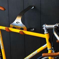 Elegante Fahrradhalterungen aus Stahl