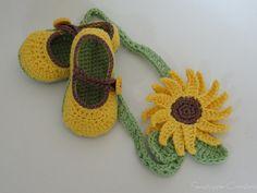 Crochet baby shoes and headband
