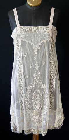 vintage chemise- would love this with a black tank underneath...and leggings....or kick butt dark wash jeans...hmmmmmm
