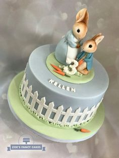 Peter Rabbit Cake, love the figurines and gray/blue color Peter Rabbit Party, Peter Rabbit Cake, Peter Rabbit Birthday, Baby Boy Cakes, Cakes For Boys, Coelho Peter, Beatrix Potter Cake, First Birthday Cakes, 16th Birthday