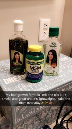 Dandruff could be the common issue of your hair and head which can be most awkward and annoying condition that you can face. Natural Hair Growth Tips, Natural Hair Styles, Healthy Hair Tips, Healthy Hair Products, Hair Skin Nails, Hair Regimen, Curly Hair Care, Hair Remedies, Tips Belleza