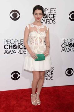 Adelaide Kane | Fashion At The 2014 People's Choice Awards