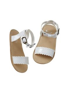 Scalloped bow sandals Product Image