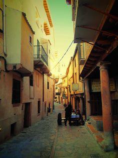 calle que desemboca en Plaza mayor.