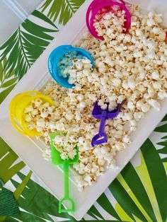 hawaiian luau party By: Courtney Byrne Whos ready for a luau? I love using a luau theme for summer parties. Whether its an end of the school year bash or neighborhood bbq, its a fu Aloha Party, Hawai Party, Hawaii Birthday Party, Luau Theme Party, Hawaiian Party Decorations, Hawaiian Luau Party, Tiki Party, Card Birthday, Birthday Greetings
