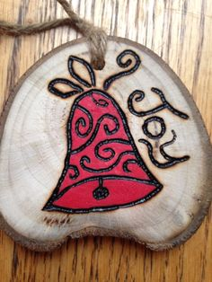 Bell Wood Slice Crafts, Wood Burning Crafts, Wood Burning Patterns, Wood Burning Art, Wood Crafts, Christmas Ornament Crafts, Rustic Christmas, Christmas Projects, Holiday Crafts